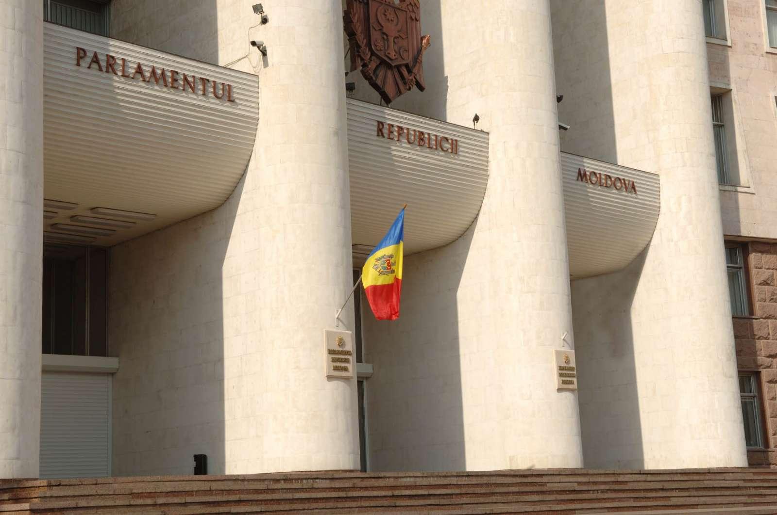 Сообщение о бомбе перед зданием парламента