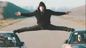 Un cascador din Odesa a repetat trucul lui Van Damme (VIDEO)