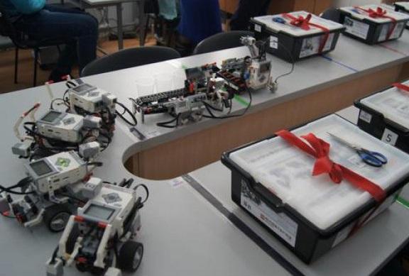 Seturi de robotică pentru 65 de instituții din Moldova
