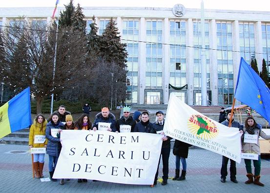 Funcționari publici cer autorităților să le fie majorate salariile