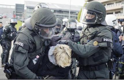 В немецком Штутгарте полицией арестованы 400 демонстрантов
